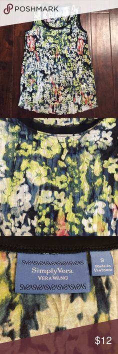 Simply Vera - Vera Wang crinkle floral top S Pretty floral top. Never worn. Brand new condition. Small Simply Vera Vera Wang Tops
