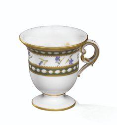 Tasse à glace en porcelaine tendre de Sèvres, lettre-date <em>dd</em> pour 1781, provenant du service de Marie-Antoinette | Lot | Sotheby's