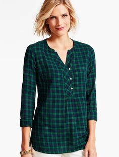 Our brushed-cotton popover gets all dressed up for the holidays when a classic plaid pattern is updated in an understated mix of indigo and garland-inspired green.