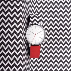 The best of both worlds with Winston Galore Zigzag and it's soft Red suede strap.