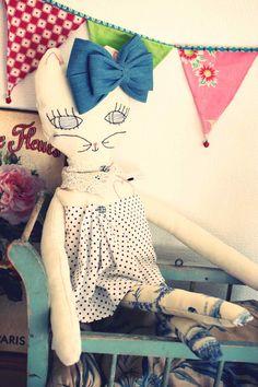Bianca, poupée en lin, série les Mistinguettes de Monsieur Jules