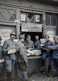 Captured in Color – 28 rare and incredible photographs show how soldiers lived in World War I.