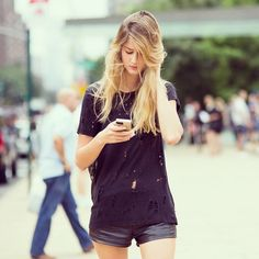 Black chatting #emmetrend #fashionista #fashionblogger #style #streetchic #streetlook #streetstyle #model #chatting