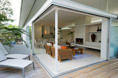 Pour les espaces ouverts sur l'extérieur, rien n'interdit d'utiliser des meubles de #salons d'extérieurs, ou des matériaux tel que le bambou. Aménagez votre #salon en fonction de votre humeur et de vos envies.