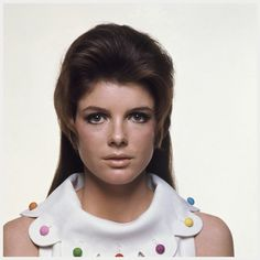 Photo Bert Stern Actress Katharine Ross wears a B. Wragge dress with scalloped collar with hair by Kenneth 1968 Katherine Ross, Audrey Hepburn, Bert Stern, Sam Elliott, Angie Dickinson, Dramatic Classic, Raquel Welch, Vintage Birthday, Anos 60