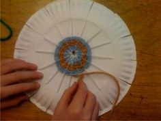 cool and easy paper plate weaving lesson.
