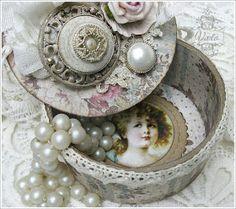 Shabby Chic Inspired: trinket box