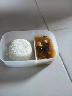 Today's #dishoftheday at Holy Spirit School is Tuna with Kamatis and Rice #feedthe500 #weseeyou