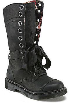 Dr. Martens Women ́s Triumph 1914 12-Eye Combat Boots e27e3e7876