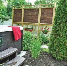 Nos meilleures solutions pour se cacher des voisins - Trucs et conseils - Jardinage et extérieur - Pratico Pratique Outdoor Sofa, Outdoor Furniture, Outdoor Decor, Outdoor Structures, House, Inspiration, Home Decor, Images, Deck