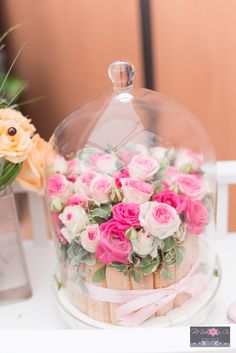 Gateau de fleurs sous cloche