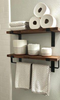 A traditional bathroom design with bold, green walls. #Bathroomdecor Bathroom Towel Storage, Diy Bathroom Decor, Bathroom Towels, Bathroom Organization, Bathroom Ideas, Bath Ideas, Bath Decor, Bathroom Designs, Bathroom Interior