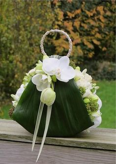 "Green + White ""Purse"" Bouquet"