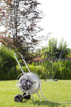Metal Compact Pronto 25.  Carrello avvolgitubo completamente in metallo inossidabile, per chi vuole un carrello di qualità professionale anche in un giardino medio- piccolo. Il tamburo in acciaio inox è dotato di traversi inossidabili. Il manico telescopico si adatta all'altezza dell'utilizzatore e rende più facile riporre il carrello dopo l'uso.   http://www.claber.it/prodotti/scheda-prodotto.asp?cod=8909