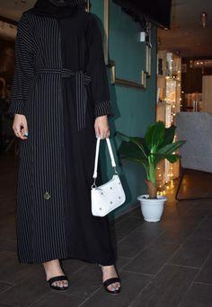 عباية قماش أسود مع قماش مقلم وربطة في النص والكم مبطن بقماش مقلم تحتوي على عدة مقاسات متوفرة ومناسبة للجميع المقاسات 52و54 و56 و58 و60. Shirt Dress, Shirts, Dresses, Fashion, Vestidos, Moda, Shirtdress, Fashion Styles, Dress