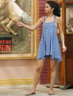 Wand-erful performance: Selena starring as Alex Russo in Disney show Wizards Of Waverly Place Selena Gomez Outfits, Estilo Selena Gomez, Selena Gomez Fotos, Selena Gomez Pictures, Alex Russo, Disney Channel, Tv Show Outfits, Band Outfits, Wizards Of Waverly Place