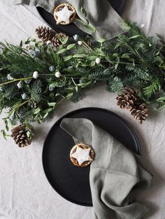 How to make a minimalist Christmas garland - Christmas table styling - Christmas styling - minimalist Christmas table Christmas Tunes, Christmas Home, Christmas Wreaths, Christmas Ideas, Christmas Dining Table, Table Garland, Minimalist Christmas, Cool Things To Make, How To Make