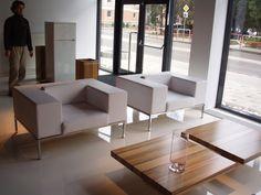 Biele koženkové kresielka viac na http://www.calunenie-eddyart.sk/