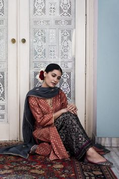 Good Earth brings you luxury design crafted by hand, inspired by nature and enchanted by history, celebrating India's rich history and culture through original, handcrafted products. Pakistani Couture, Indian Couture, Pakistani Outfits, Indian Outfits, Pakistani Kurta, Indian Attire, Indian Ethnic Wear, Indian Girls, Suits For Women