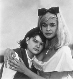 """Photograph by Diane Arbus, """"Jayne Mansfield Cimber-Ottaviano, actress, with her daughter, Jayne Marie,"""" 1965. Copyright Estate of Diane Arbus, 1965. Esquire Collection, Spencer Museum of Art, the University of Kansas ."""