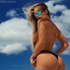 9 beautiful hot rosanna arkle topless booty hira39 720x720