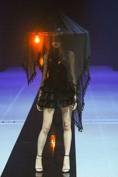 アリスアウアア 2015年春夏コレクション - 快楽か、解放か。少女が見る残酷な夢の物語   ニュース - ファッションプレス