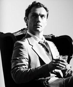 Jude Law #Gentleman #follow http://www.pinterest.com/armaann1/classy-mofos/   Men's fashion   Style  