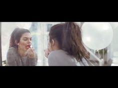 Setelah resmi menjadi wajah dari Estee Lauder Kendall Jenner kembali hadir dengan video kampanye terbaru dari Estee Lauder bertemakan Pure Color Love Lipstick. Terlihat pada video ini Kendall tampil cantik muda dan ceria seraya berdansa sambil menyanyikan lagu Wild Love dari Elle King. Klik www.elle.co.id untuk melihat video lengkapnya! (Beauty Assistant @karinceatarine) #kendalljenner #esteelauder #purecolorlovelipstick #lipstick #videocampaign #elleupdates  via ELLE INDONESIA MAGAZINE…