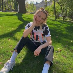 "Gefällt 340 Mal, 4 Kommentare - LISA PAC (@lisapacmusic) auf Instagram: ""My socks are dirty, picked a flower . Highlight of my day 🌻"" Highlights, Lisa, Overalls, Socks, Flower, Instagram, Pants, Fashion, Trouser Pants"