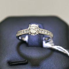 anello-solitario-con-diamanti