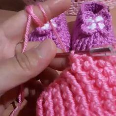 É Assim que Ganho uma Renda Extra depois que fiz esse curso! Crochet Geek, Diy Crochet, Crochet Stitches, Crochet Twist, Crochet Hats, Crochet Baby Sandals, Crochet Baby Booties, Crochet Slippers, Knitting Patterns