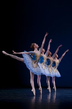 Het Nationale Ballet  Theme & Variations.   Photo Angela Sterling