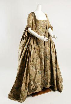 Baroque 18th century fashion
