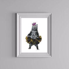 Bamsemums har tatt på finstasen og er klar for sommerfest! Plakaten kan kjøpes på Gallerome.com. Design av @doltinterior.