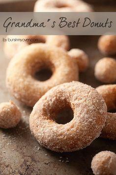 The BEST old fashioned cake donut recipe! donuts, donut recipes, … The BEST old fashioned cake donut recipe! Köstliche Desserts, Delicious Desserts, Dessert Recipes, Yummy Food, Recipes Dinner, Brunch Recipes, Cocktail Recipes, Old Fashioned Cake Donut Recipe, Doughnut Cake