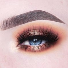 @kyliecosmetics: Take Me On Vacation Palette Look by @anneloesdebets - Summer '17 (inner corner), Piña Colada (transition), Starfish (Crease), Palm Tree (inner and outer part of eyelid and lower lashline) and Sunset & Summer '17 (center of eyelid and lower lashline)