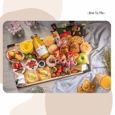Já conhece essa nossa versão da breakfast tray recheada de itens diferentes e deliciosos? Você precisa experimentar! Duvido não querer pedir sempre! Faça seu pedido clicando no link da Bio #brietome #manaus #grazingfood #grazingbox #breakfast #breakfastbox #cafedamanha #gourmet #coffeetime #breakfasttray Brie, Grazing Food, Dairy, Cheese, Link, Manaus, Morning Coffee, Gourmet