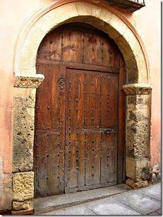 Porta centenária de Segóvia na Espanha