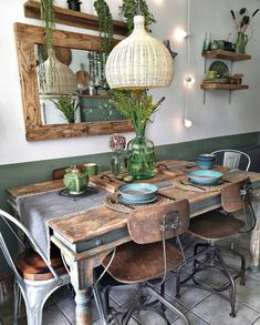 How interesting is this rustic table setting set up by ? Tag someone yo How interesting is this rustic table setting set up by ? Tag someone you would eat here with Source Home Decor Kitchen, Rustic Kitchen, Home Kitchens, Cafe Interior, Home Interior Design, Rustic Table, Industrial Table, Deco Table, Sweet Home