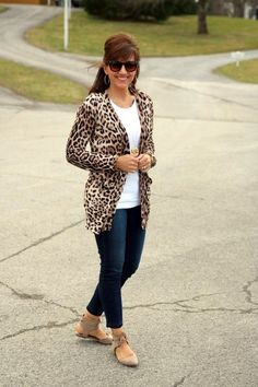 casual-outfits-for-women-over-40-19