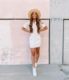 It's already starting to feel a little bit like spring time here in LA & I couldn't be happier! 🌸👒☺️ One thing I love about this warm sunny… Kristin Johns, Summer Outfits, Cute Outfits, Cute Poses For Pictures, Church Fashion, Girls Be Like, Instagram Fashion, My Outfit, Spring Summer Fashion
