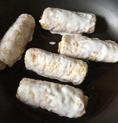 梅だれ キャベツとツナ 油揚げ詰め焼きレシピ。油揚げにつめてフライパンで焼き、梅だれと白ごまをかけていただきます♪キャベツとツナの汁気が油揚げに染み込んでジュワ~、梅で食欲増進。朝ごはんやおつまみにも使える節約簡単料理です。