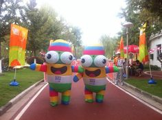 #NanjingLeLe at the Virescence Exposition Garden waiting for torch relay runners' arrival!