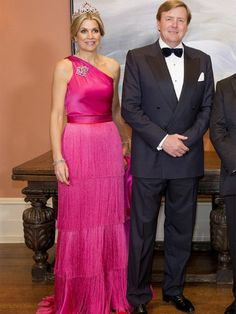 Máxima in a pink dress by Benito Fernandez. Click on the image to see more looks.