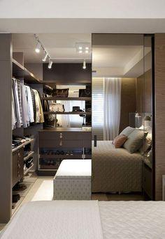 A porta espelhada leva amplitude e beleza ao quarto!