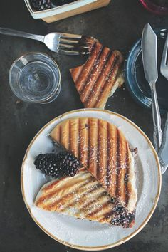 """With only 3 ingredients required (one of which is nutella), we're definitely putting this panini recipe on our """"must try"""" list"""