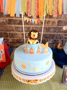 Unique baby shower cakes 2015 are the most critical part of a baby shower. Discover tons of examples with pictures and tips to create your own cake! Lion Birthday Party, Safari Theme Birthday, Baby 1st Birthday, Lion Party, Unique Baby Shower Cakes, Lion Cakes, Twins 1st Birthdays, Themed Cakes, Cupcake Cakes