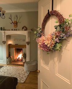 The Effective Pictures We Offer You About home decor cozy living room A quality picture can tell you Victorian Living Room, Cottage Living Rooms, Cottage Interiors, New Living Room, Cosy Lounge, Home Panel, Simple Living Room Decor, Shabby Chic Homes, Living Room Designs
