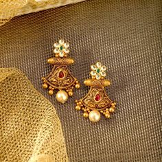 "Photo from Manubhai Jewellers ""Portfolio"" album Gold Jhumka Earrings, Indian Jewelry Earrings, Jewelry Design Earrings, Gold Earrings Designs, Gold Jewellery Design, India Jewelry, Antique Earrings, Gold Necklace, Ear Jewelry"