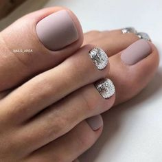 Color wedding Amazing Toe Nail Colors To Choose For Next Season Elegant Toe Nails In Nude Colors Pretty Toe Nails, Cute Toe Nails, Cute Toes, Simple Toe Nails, Pretty Toes, Fall Pedicure, Manicure E Pedicure, Summer Pedicure Colors, Glitter Pedicure